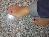 Rote Zehen meiner Frau