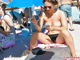 Amateur Hot Topless Bikini Girls Spied by Voyeur At Beach