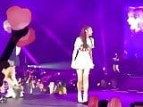 Korean celeb jennie and lisa twerk together