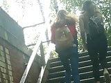 Zwei junge Teens mit kleinen PoPos